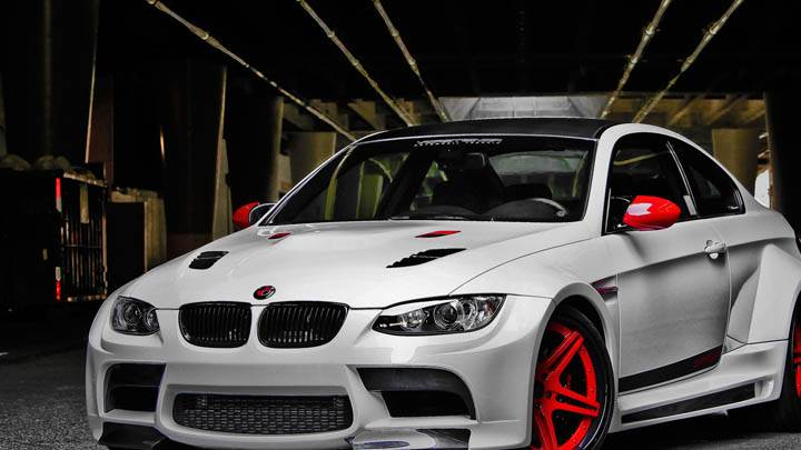 BMW M3 GTRS3 – Side Front Pose
