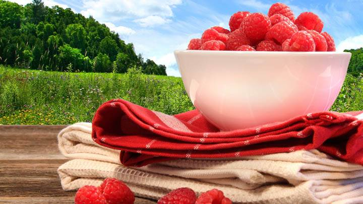 Bowl Of Strawberrys On Towels