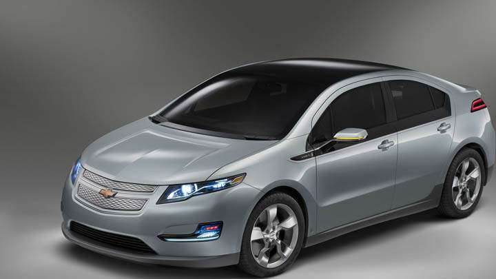 Chevrolet Volt – Front Side Pose In Grey