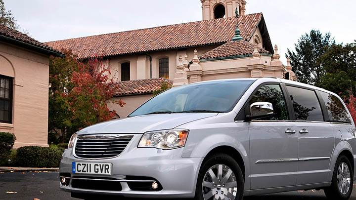 Chrysler Grand Voyager Outside House in Silver Color