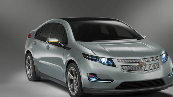 Front Pose of Chevrolet Volt