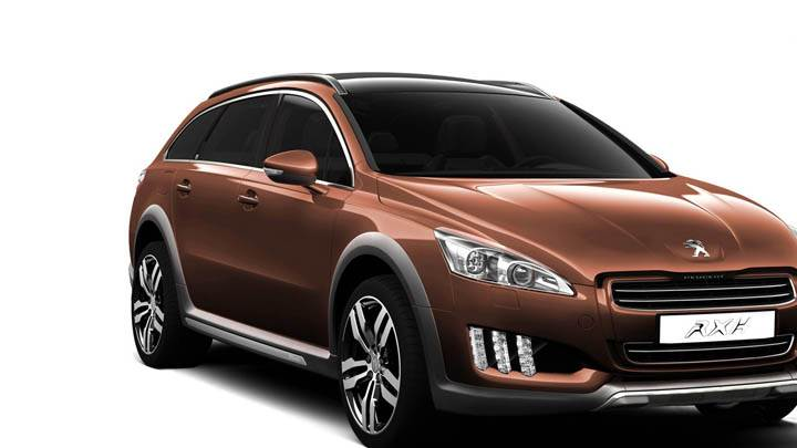 Peugeot 508 RXH – Side Front Pose Closeup