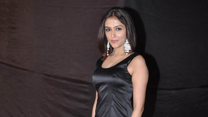 Aarti Chhabria Smiling & Pink Lips in Black Dress