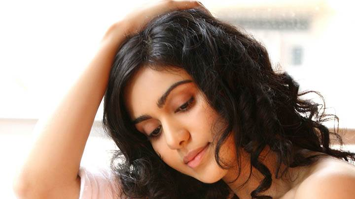 Adah Sharma Looking Down & Cute Face Closeup