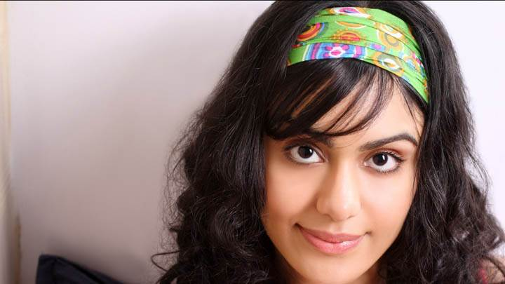 Adah Sharma Smiling Face & Green Hairband