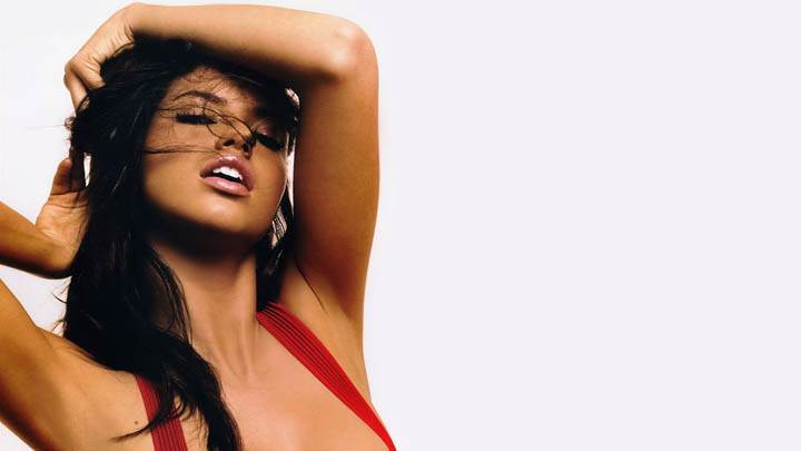 Adriana Lima Close Eyes Face Photoshoot