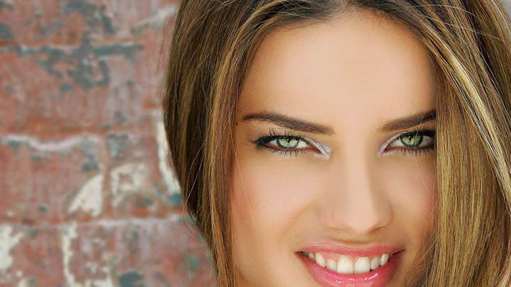 Adriana Lima Smiling & Pink Lips Face Closeup