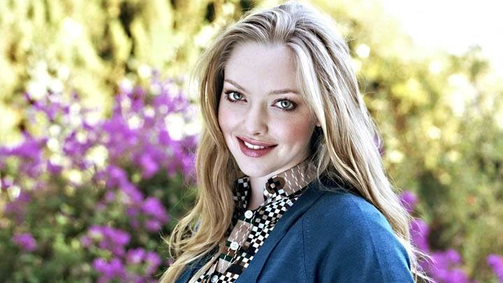 Amanda Seyfried Smiling Cute Face Closeup