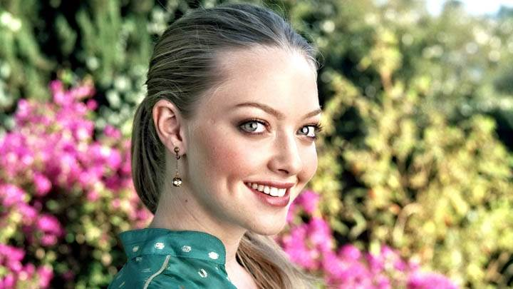 Amanda Seyfried Smiling in Side Face Closeup Pose