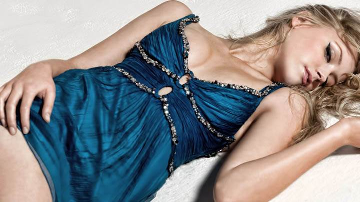 Amber Heard Laying Pose in Blue Dress