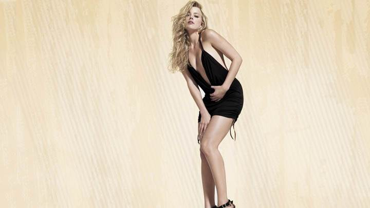 Amber Heard Looking Hot in Black Dress