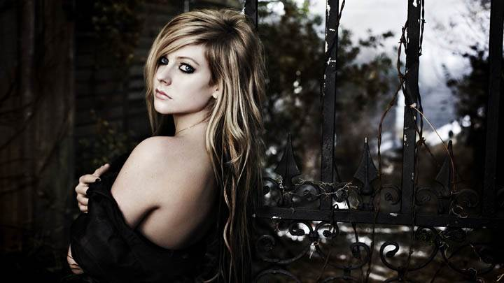 Avril Lavigne Looking Back Photoshoot