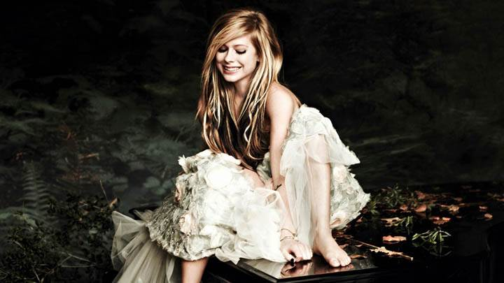 Avril Lavigne Smiling Sitting on Piano Side