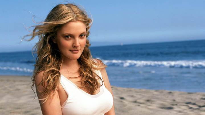 Drew Barrymore Smiling Face Near Beach