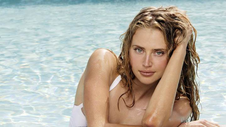 Estella Warren Wet Body In Swiming Pool