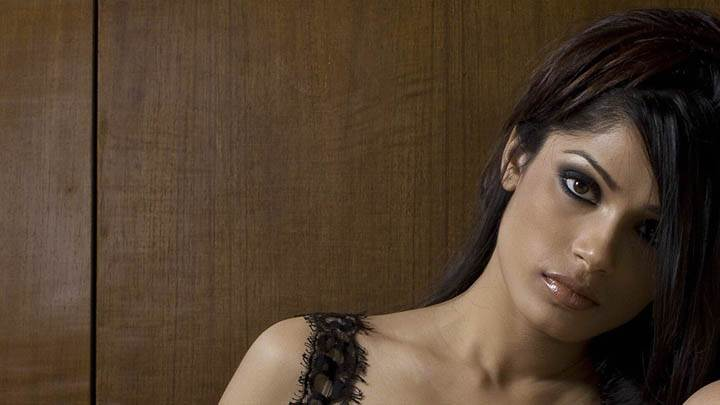 Freida Pinto Wet Lips & Cute Face Photoshoot
