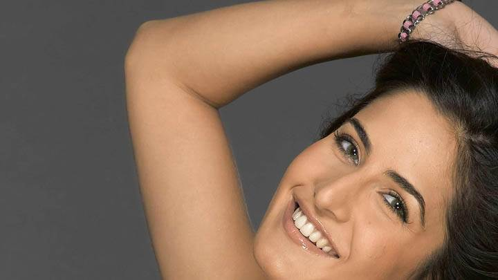 Katrina Kaif Cute Smiling Face Closeup