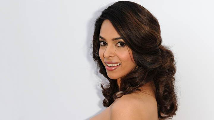 Mallika Sherawat Smiling Side Face Pose