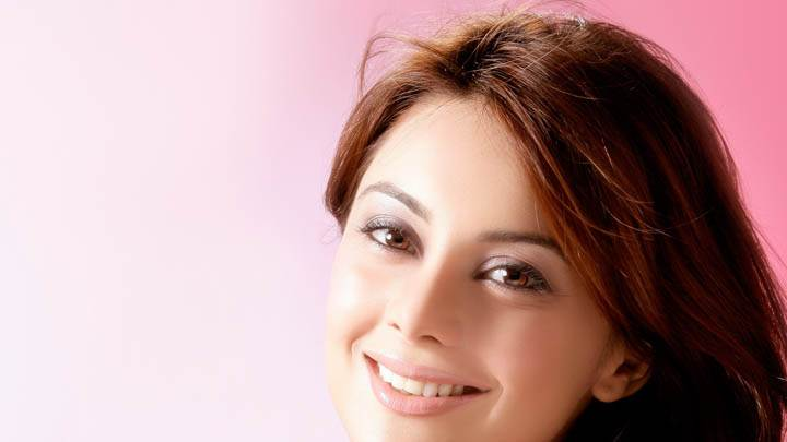 Minissha Lamba Cute Smiling Face Closeup