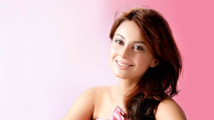 Minissha Lamba Smiling Face & Pink Background