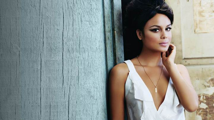 Nathalie Kelley in White Dress Closeup