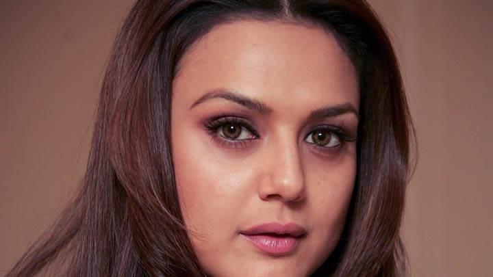 Preity Zinta – Awesome Face Closeup Pose