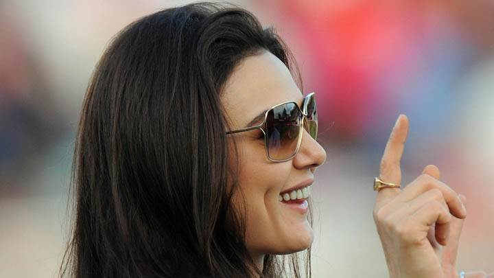 Preity Zinta – Side Face Closeup Pose