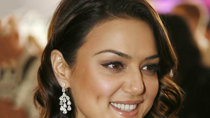 Preity Zinta – Smiling And Sweet Face Closeup
