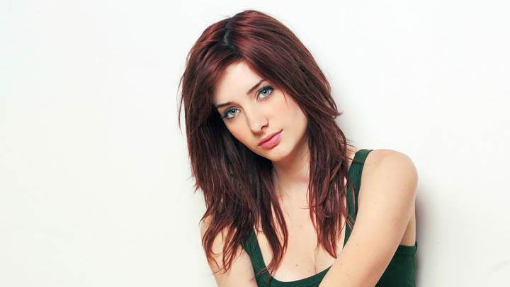 Susan Coffey Cute Eyes in Green Top Photoshoot