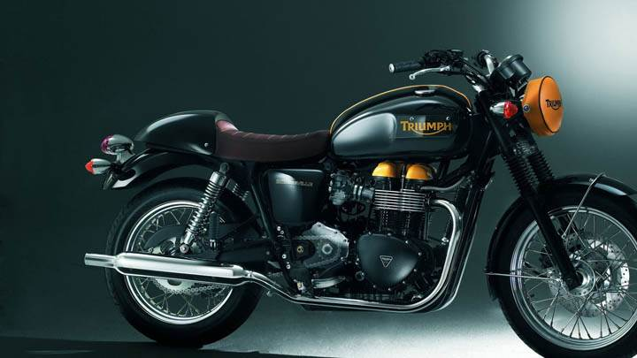 Triumph Bonneville – Side Pose