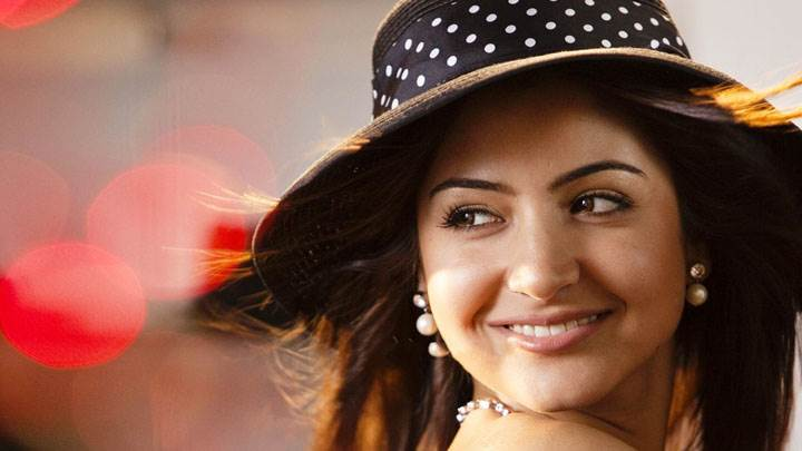 Anushka Sharma Smiling in Black Doted Hat Face Closeup