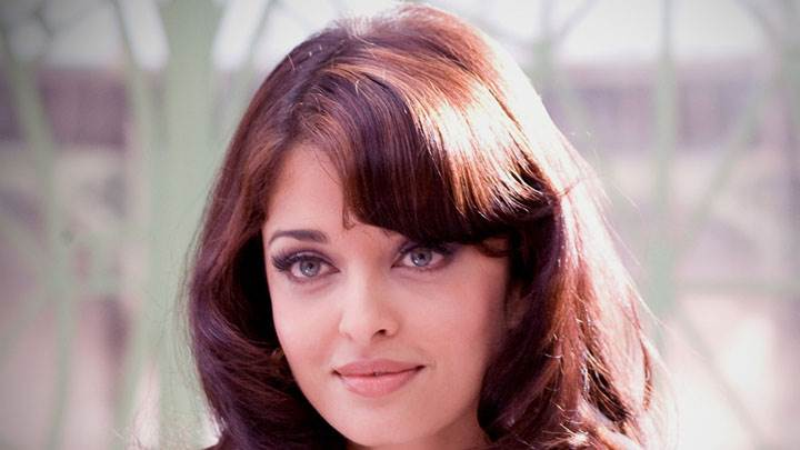 Young Aishwarya Rai Smiling Cute Face Closeup