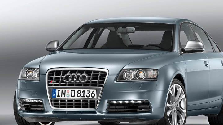 2009 Audi S6 Front Side View