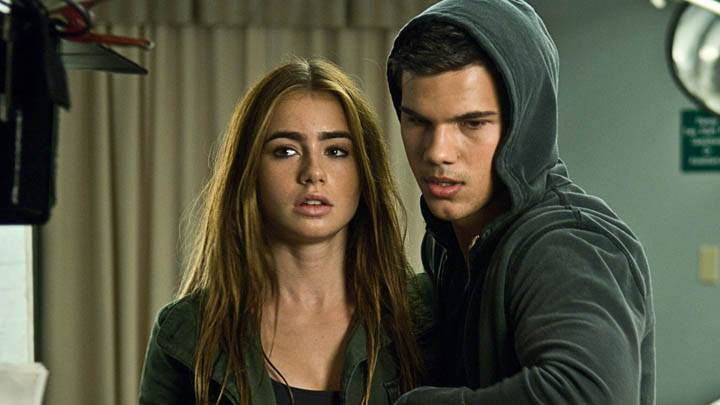 Abduction – Taylor Lautner & Lily Collins In A Room