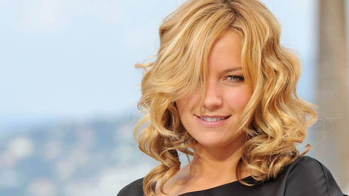 Becki Newton in Golden Hairs & Smiling Face Photoshoot