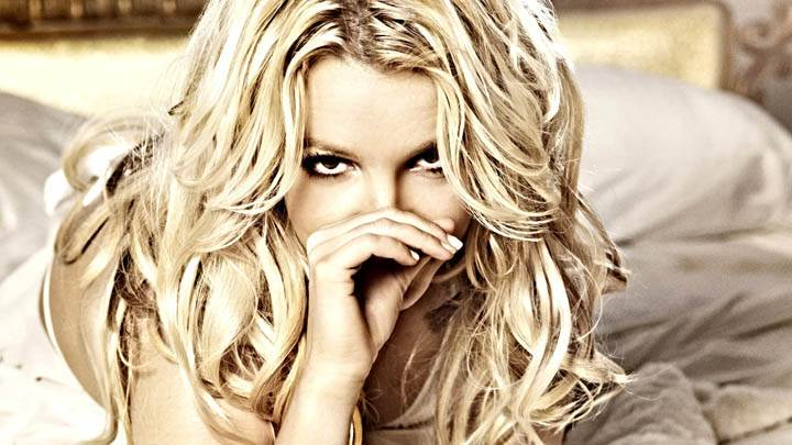 Britney Spears Laying on Bed & Looking Front Photoshoot