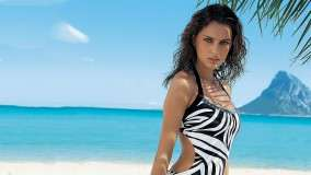 Catrinel Menghia In Black & White Swimsuit At Beach