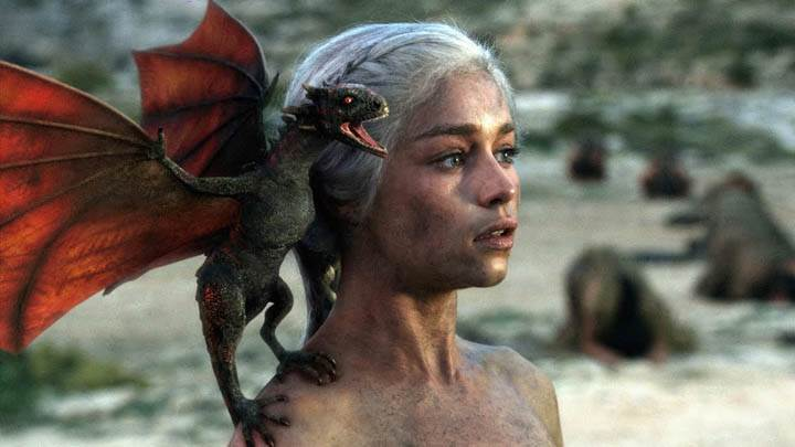 Game Of Thrones – Emilia Clarke Bird On Shoulder