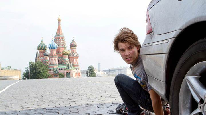 The Darkest Hour – Emile Hirsch Hiding Behind A Car