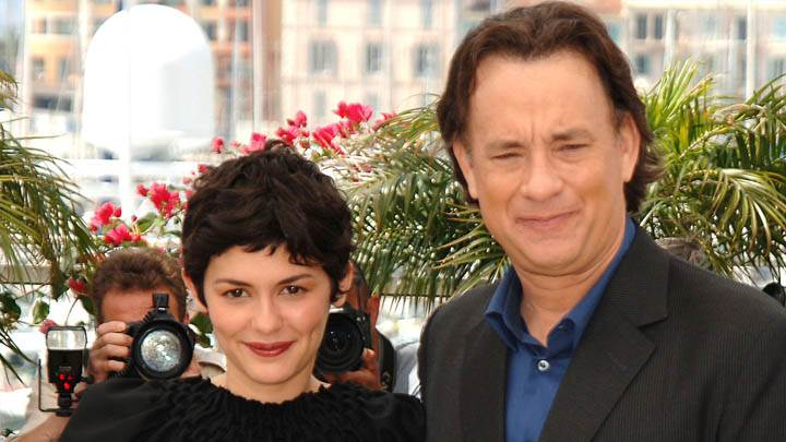 Tom Hanks Smiling With Cute Girl Photshoot