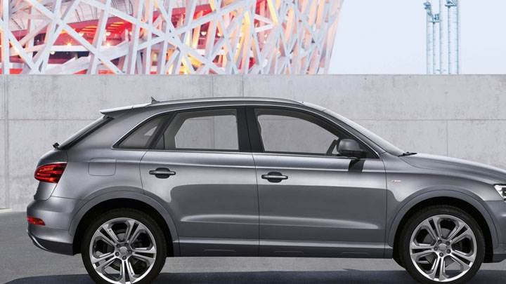 22012 Audi Q3 Quattro S Line – Metalic Grey Side Pose