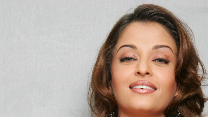 Aishwarya Rai Smiling Face Closeup