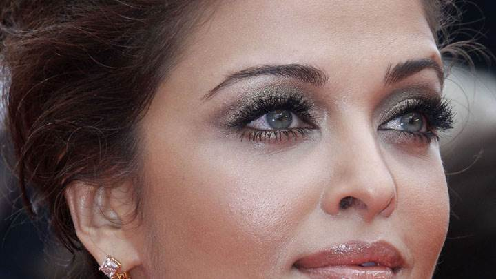 Aishwarya Rai Face Closeup In Blue Dress