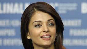 Aishwarya Rai Green Eyes And Pink Lips
