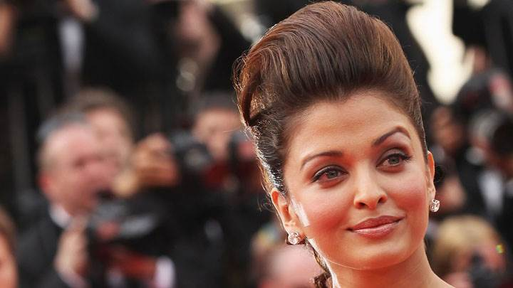 Aishwarya Rai Green Eyes And Smiling