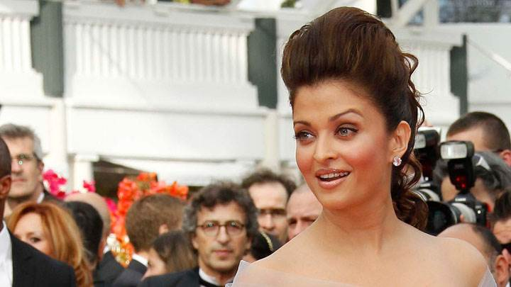 Aishwarya Rai Red Cheeks