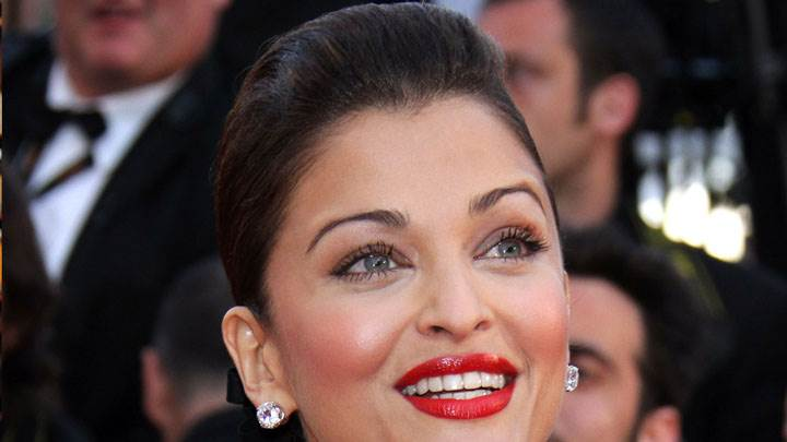 Aishwarya Rai Red Lips And Smiling Face Closeup
