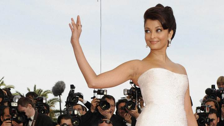 Aishwarya Rai Saying Hi In White Dress