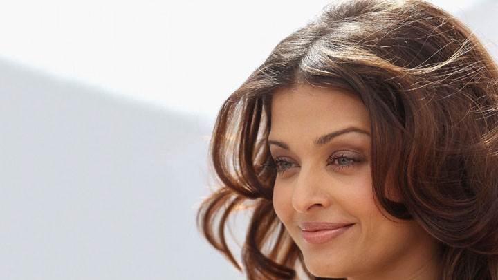 Aishwarya Rai Side Face Closeup