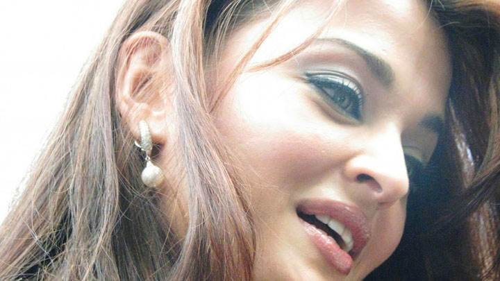 Aishwarya Rai Side Face Closeup Pic